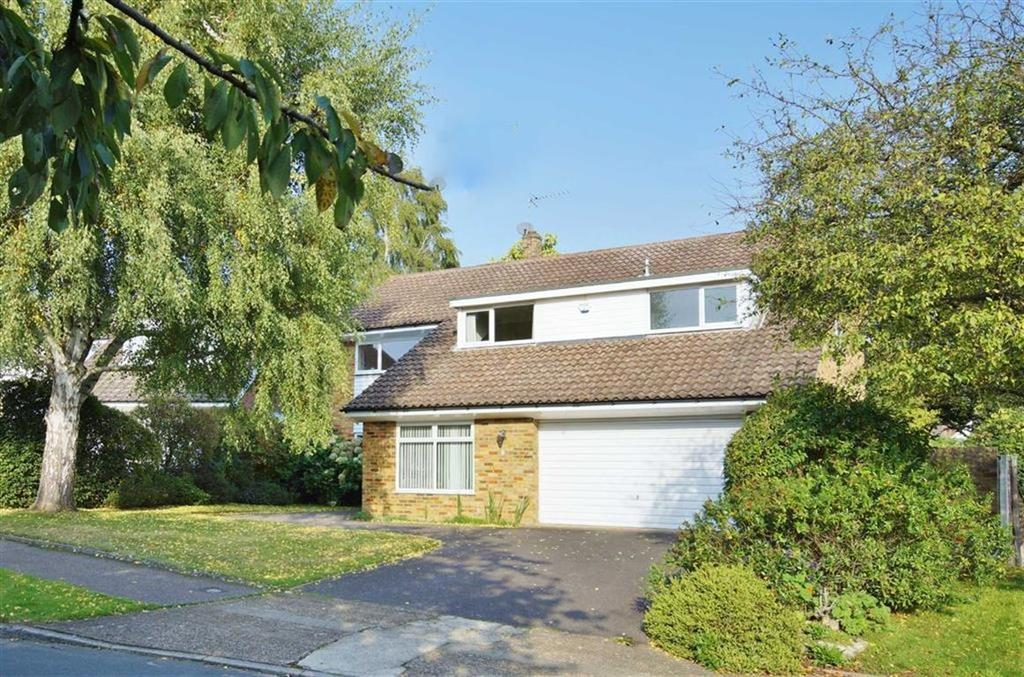4 Bedrooms Detached House for sale in Brendon Close, Esher, Surrey, KT10