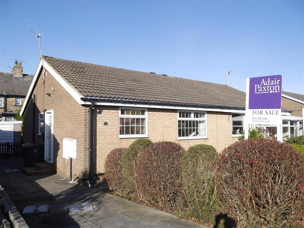 2 Bedrooms Semi Detached Bungalow for sale in Rosewood Grove, Tyersal, BD4 8PZ