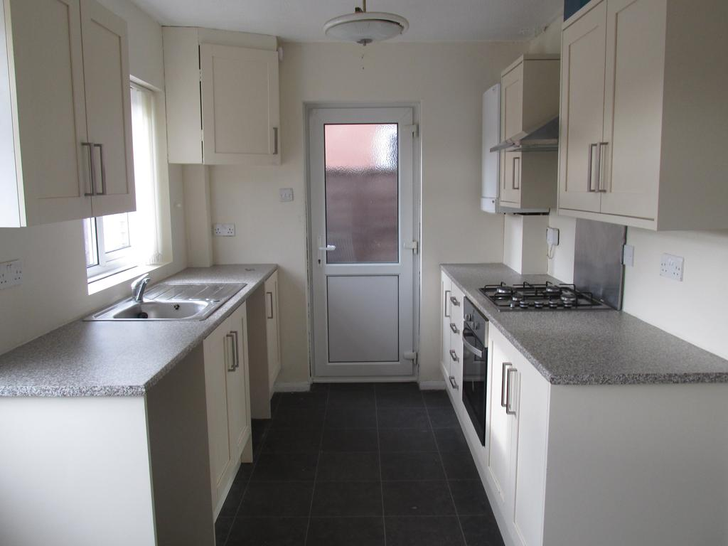 2 Bedrooms Detached Bungalow for sale in Rayleigh Road, Eastwood, Essex SS9