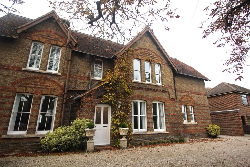 2 Bedrooms Apartment Flat for sale in Whittles Hall, Springfield Road, Chelmsford, Essex, CM2