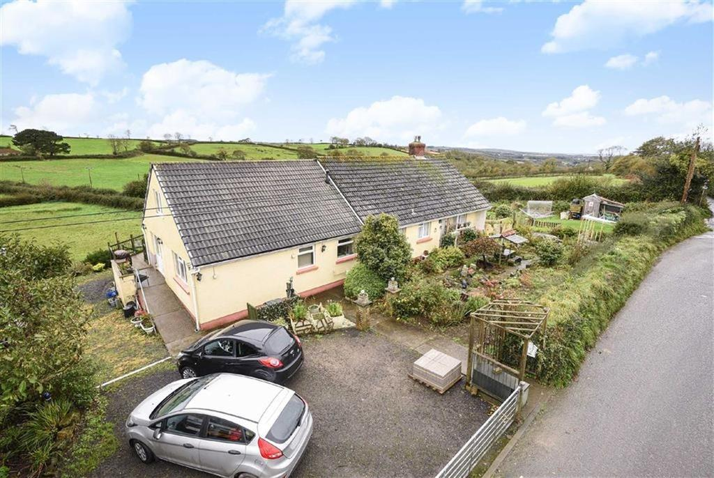 4 Bedrooms Bungalow for sale in Venn Road, Barnstaple, Devon, EX32