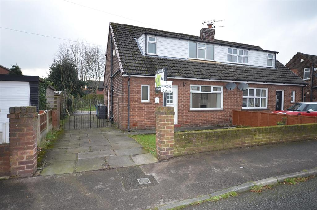 3 Bedrooms Semi Detached House for sale in Millcroft Avenue, Orrell, Wigan