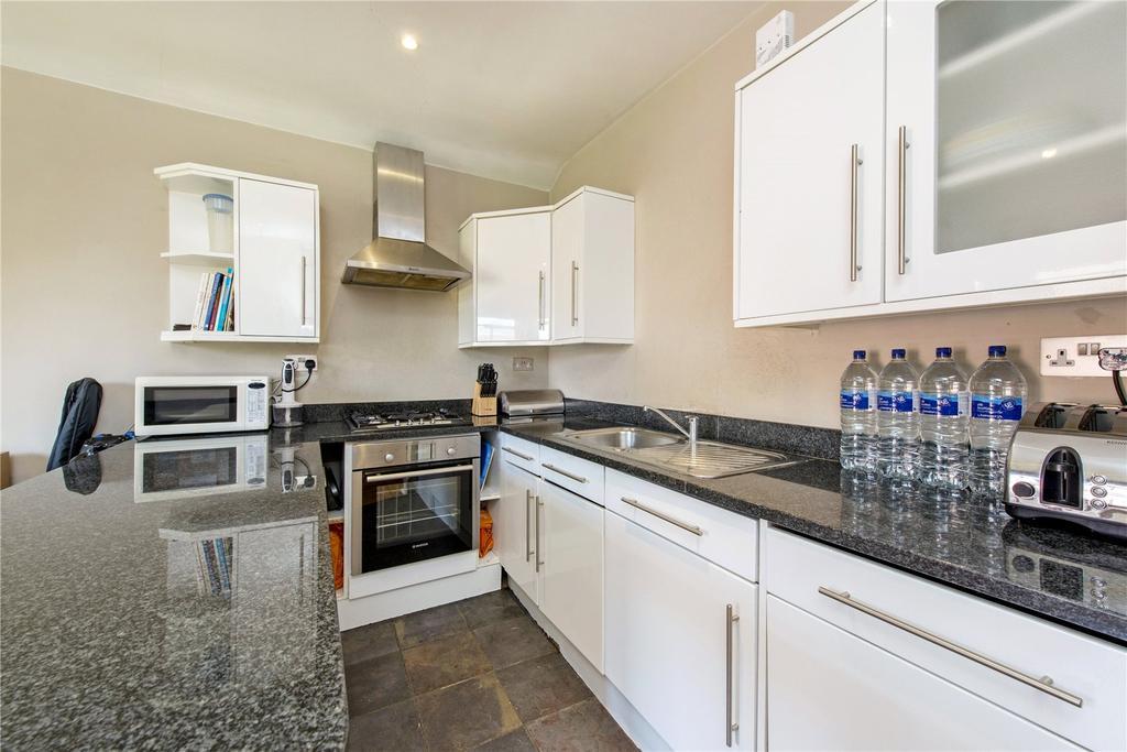 2 Bedrooms Flat for sale in Station Road, Harpenden, Hertfordshire, AL5