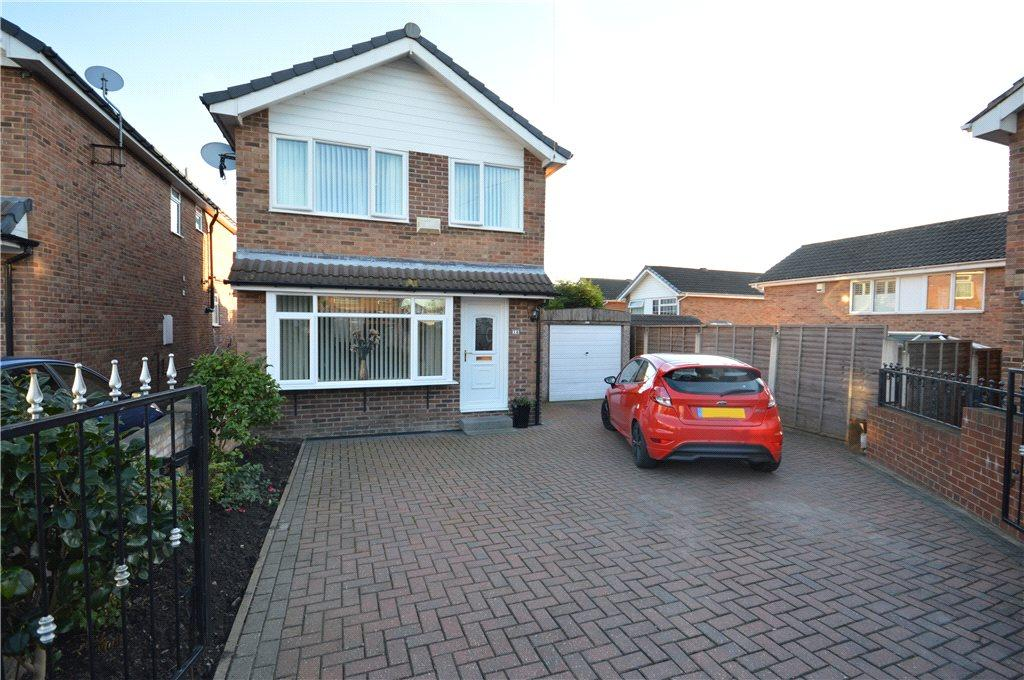 3 Bedrooms Detached House for sale in Cliffe Park Mount, Leeds, West Yorkshire