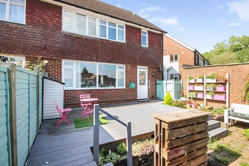 2 Bedrooms Ground Maisonette Flat for sale in Tattenham Way, Burgh Heath, Tadworth, Surrey. KT20 5NF