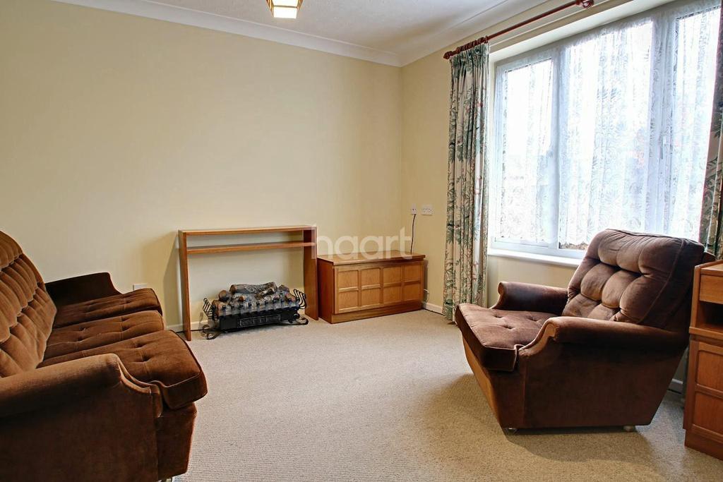 1 Bedroom Flat for sale in Cryspen Court