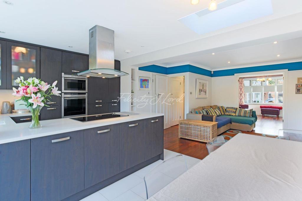 3 Bedrooms Terraced House for sale in Springvale Avenue, Brentford TW8