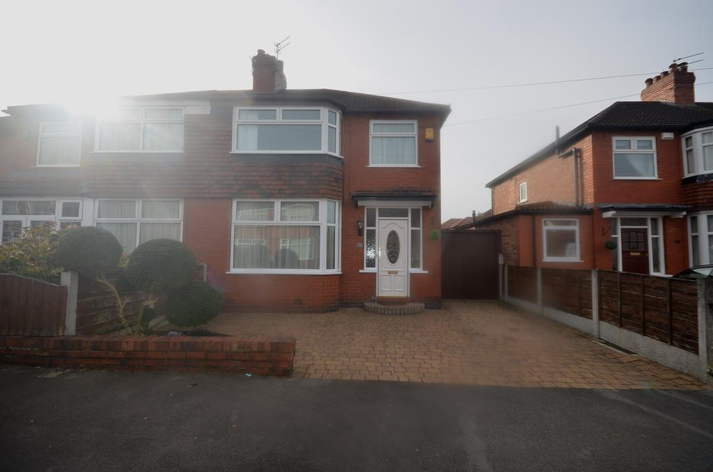 3 Bedrooms Semi Detached House for sale in Dale Grove, , Timperley WA15