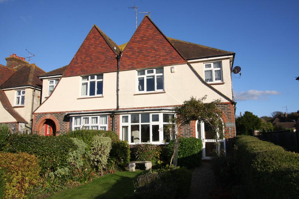 3 Bedrooms Semi Detached House for sale in Coopers Hill, Eastbourne BN20