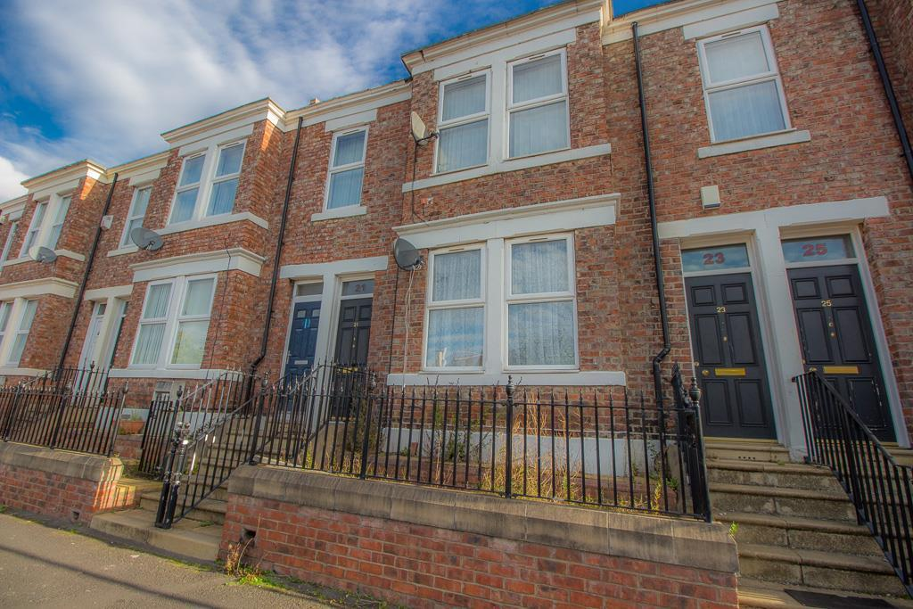 3 Bedrooms Flat for sale in Brighton Road, Gateshead