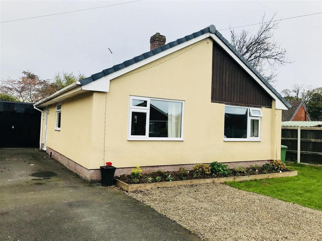 2 Bedrooms Detached Bungalow for sale in Foxleigh Close, Wem, Shrewsbury