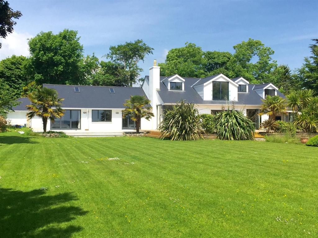 6 Bedrooms Detached Bungalow for sale in West Lawn, Heywood Lane, Tenby