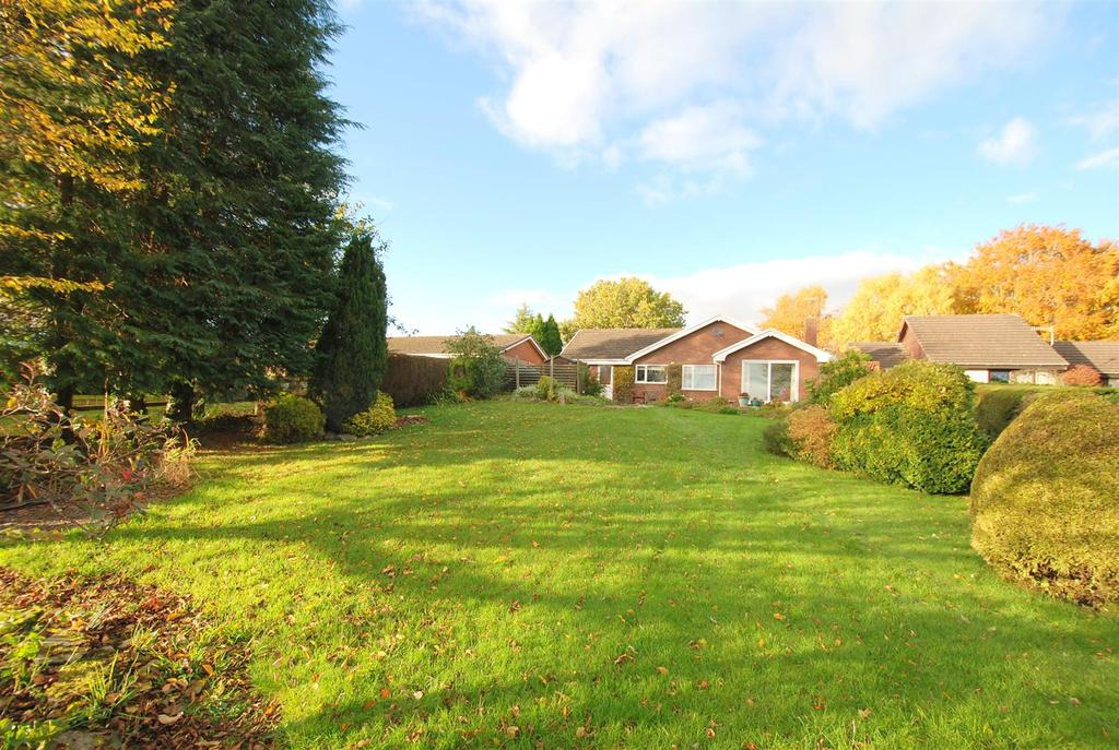 4 Bedrooms Detached Bungalow for sale in Guidfa Meadows, Crossgates, Llandrindod Wells