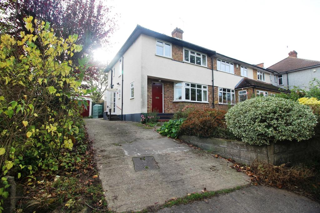 3 Bedrooms Semi Detached House for sale in Ferndell Avenue Bexley DA5