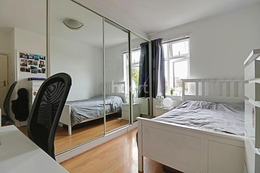 4 Bedrooms Terraced House for sale in Ashurst Drive, Barkingside