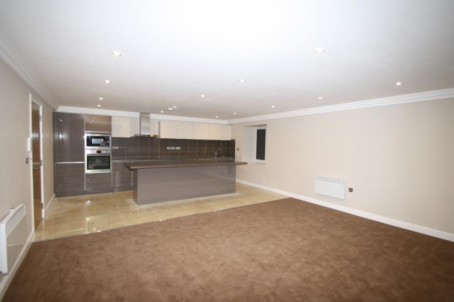 3 Bedrooms Apartment Flat for rent in SANDHILL LANE, MOORTOWN, LS17 6AQ