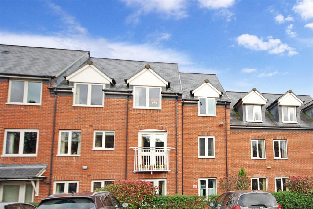 2 Bedrooms Apartment Flat for sale in Lutton Close, Oswestry