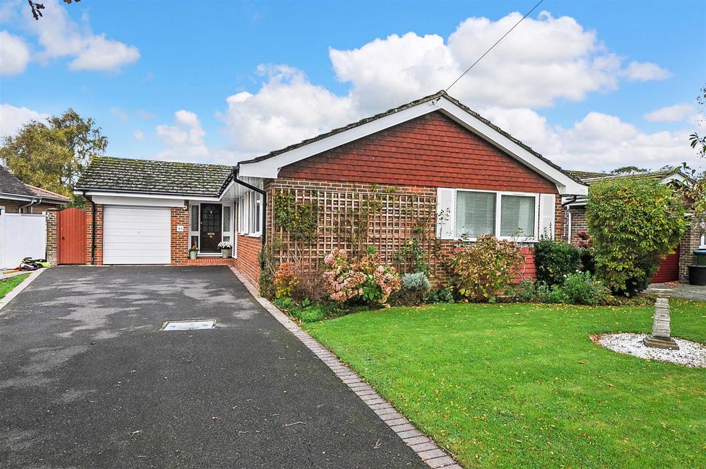 3 Bedrooms Detached Bungalow for sale in Craigweil Lane, Bognor Regis