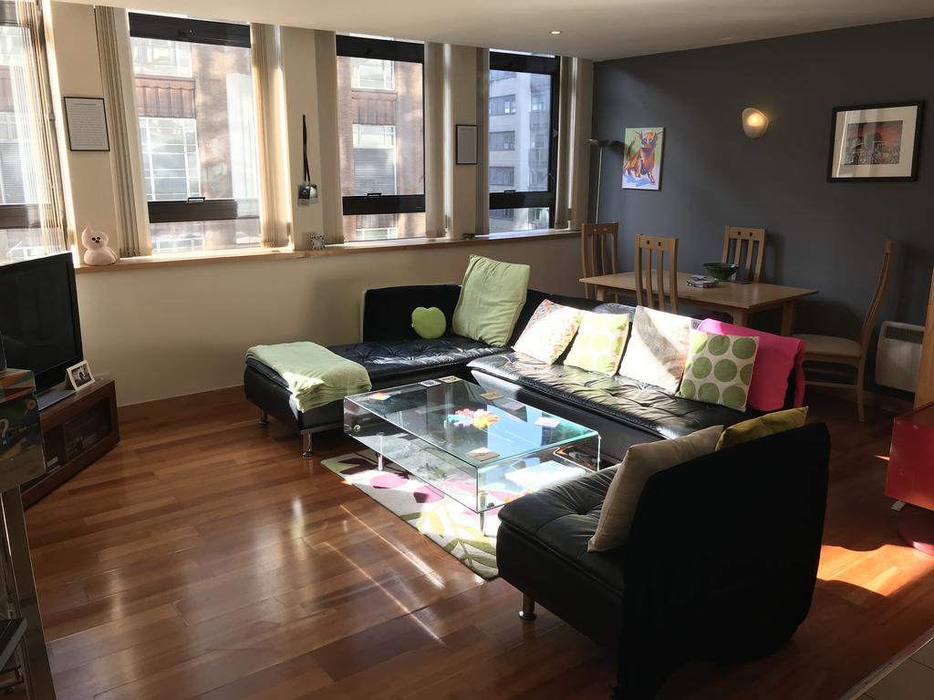 2 Bedrooms Apartment Flat for sale in Millennium Apartments, Newhall Street, Birmingham B3
