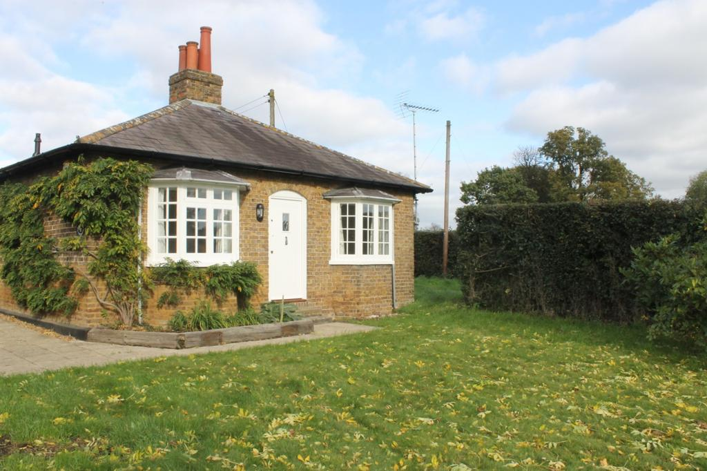2 Bedrooms Cottage House for rent in The Paddocks, Hollybush Lane, Denham, Uxbridge, UB9