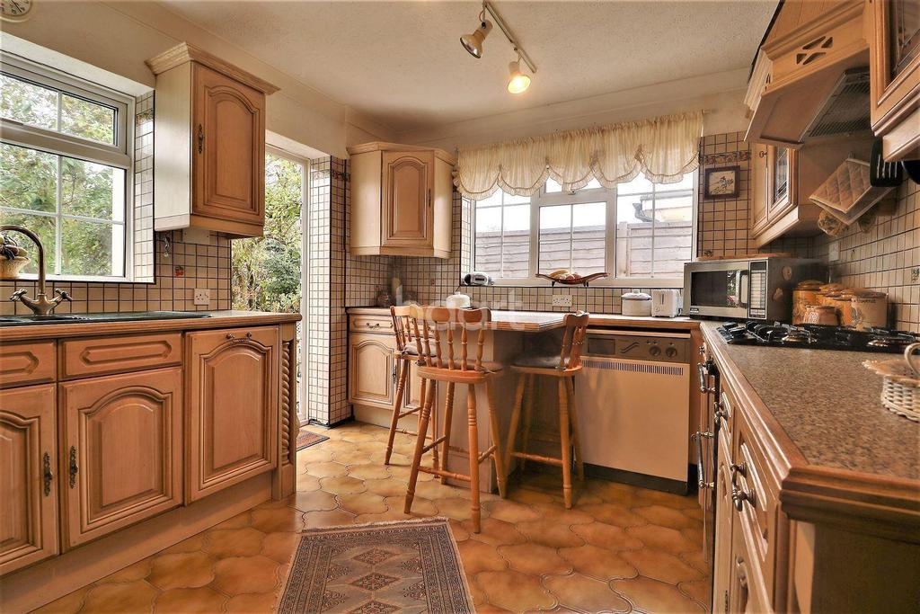 4 Bedrooms Bungalow for sale in Highlands Road, Orpington