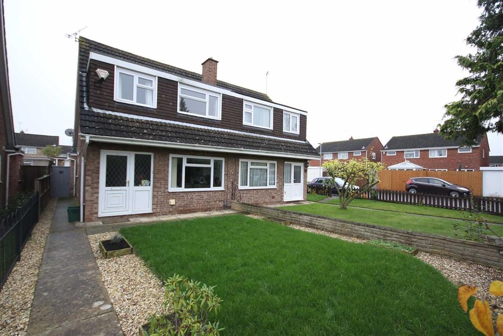 3 Bedrooms Semi Detached House for sale in Linwell Close, Wymans Brook, Cheltenham, GL50