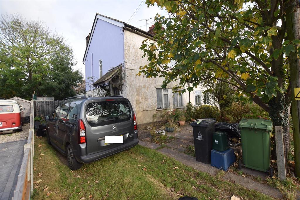 3 Bedrooms House for sale in Wood Road, Heybridge, Maldon