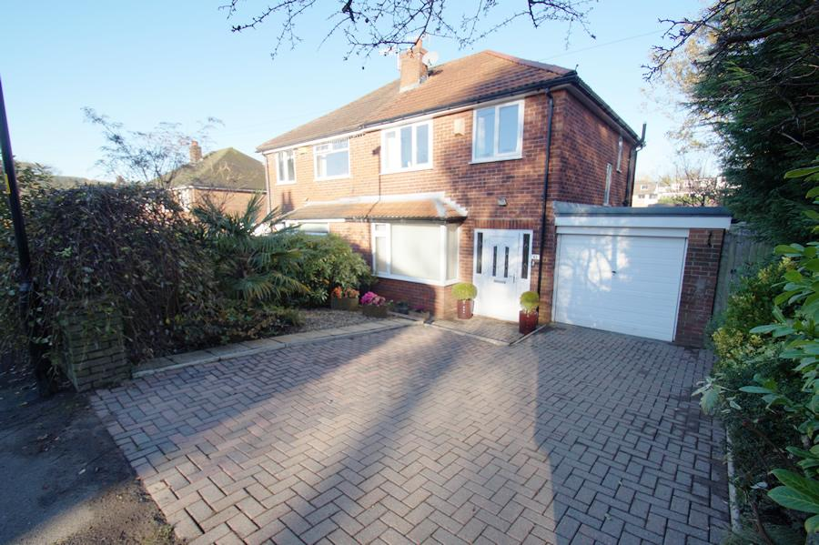 3 Bedrooms Semi Detached House for sale in Church Road OL3