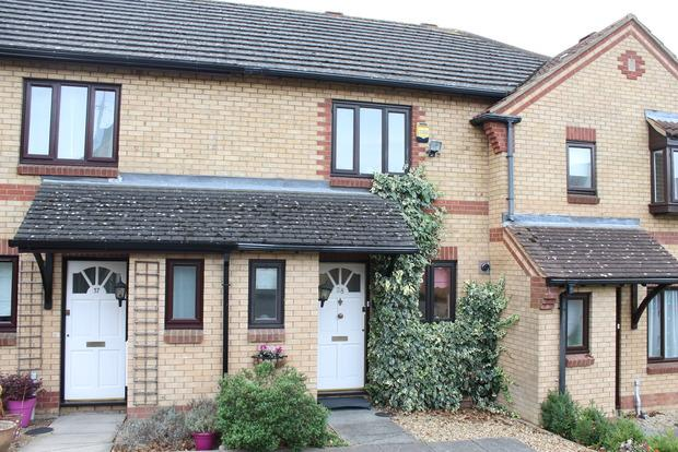 2 Bedrooms Terraced House for sale in Lorimer Close, Luton, LU2