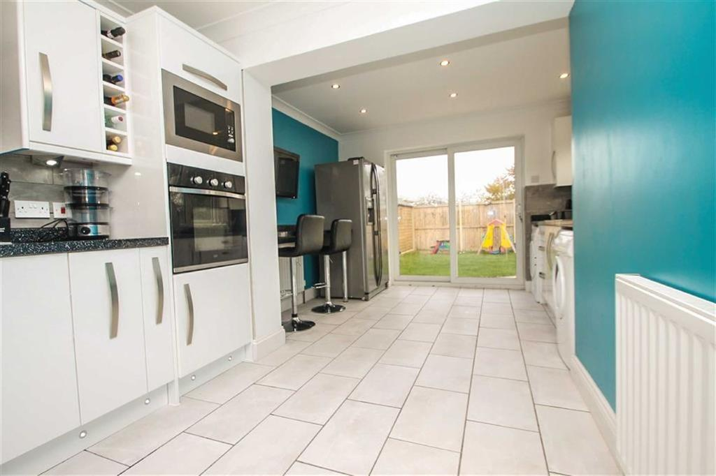 2 Bedrooms Semi Detached Bungalow for sale in James Gardens, St Osyth