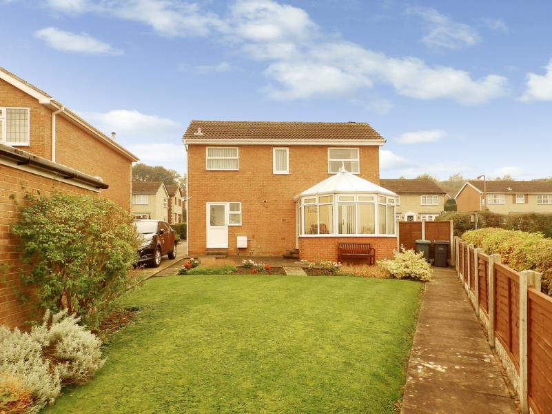 3 Bedrooms Detached House for sale in SANDHOLME DRIVE, BURLEY IN WHARFEDALE, LS29 7RQ