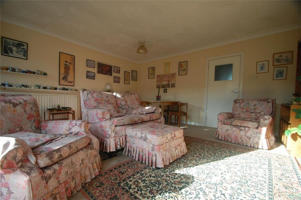 2 Bedrooms Terraced Bungalow for sale in Knaves Acre Court, Parkwood, Kent