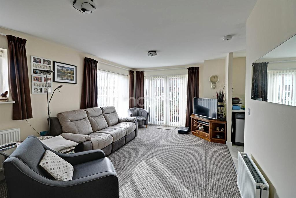 2 Bedrooms Flat for sale in Stokers Close, Dunstable, LU5