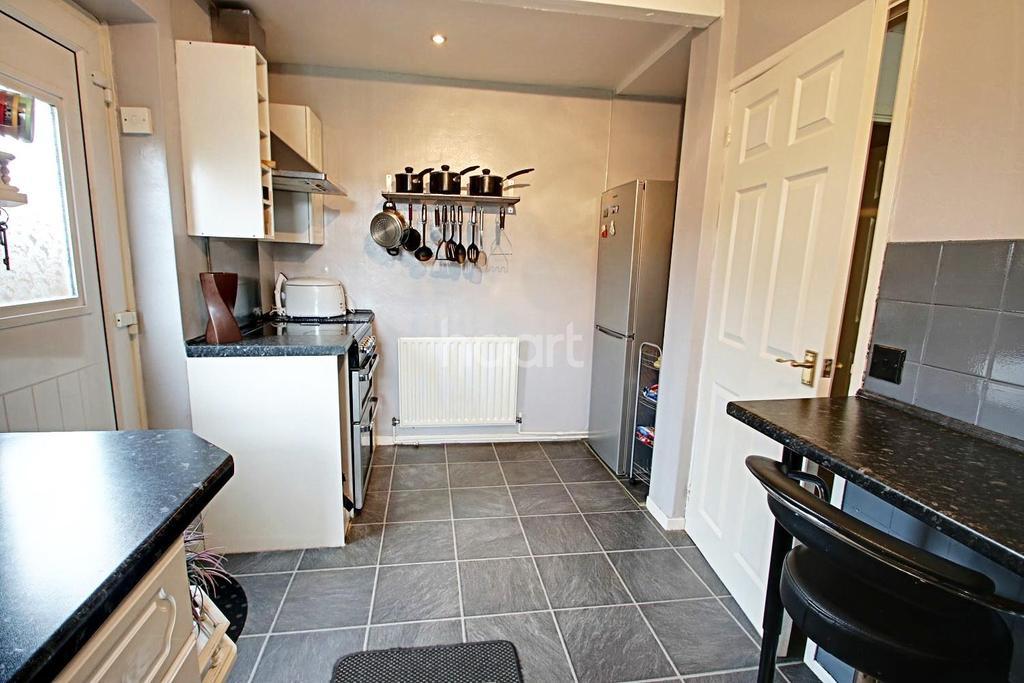 2 Bedrooms Bungalow for sale in Field Avenue, Hucknall