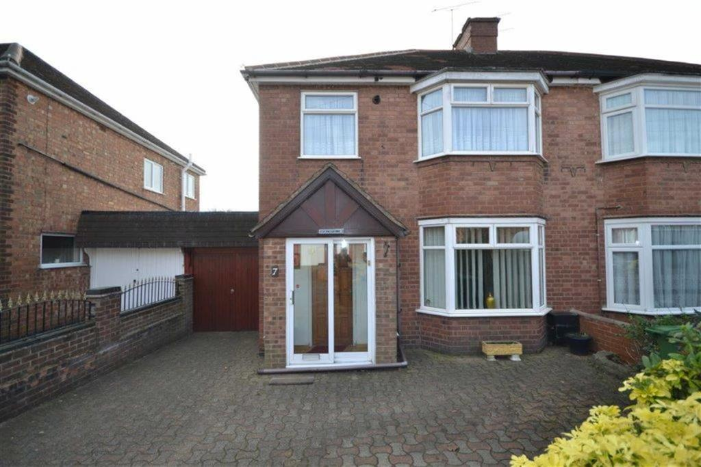 3 Bedrooms Semi Detached House for sale in Cleveley Drive, Chapel End, Nuneaton
