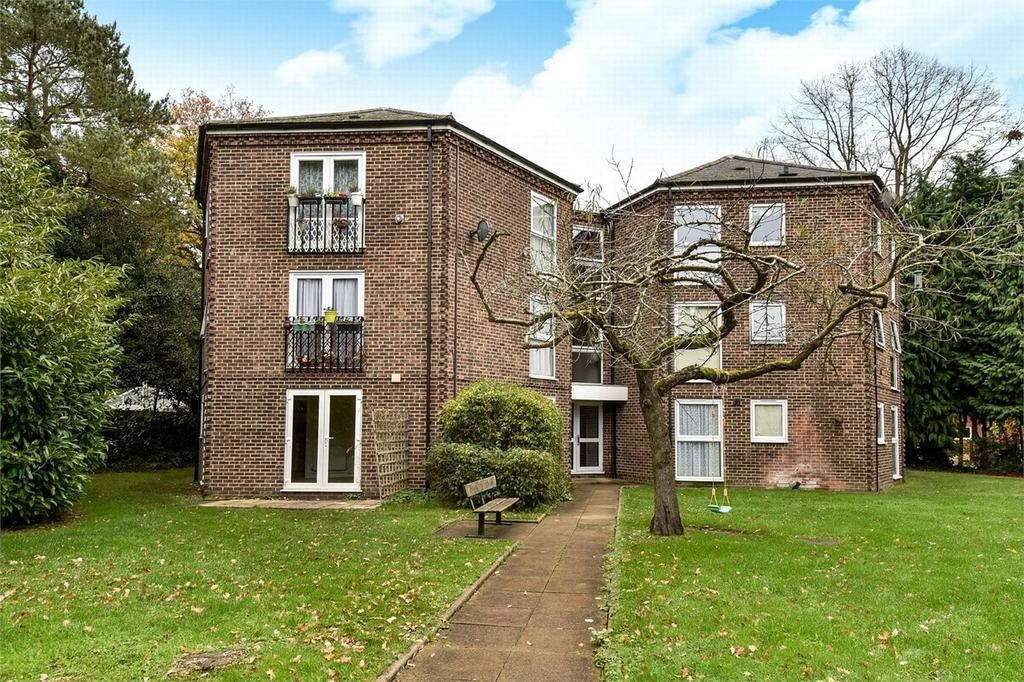 2 Bedrooms Flat for sale in Farnborough, Hampshire