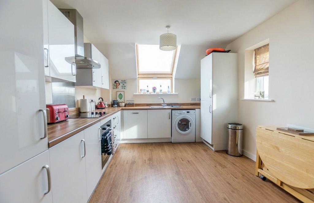 2 Bedrooms Flat for sale in Bellerby Court, Burnholme, York