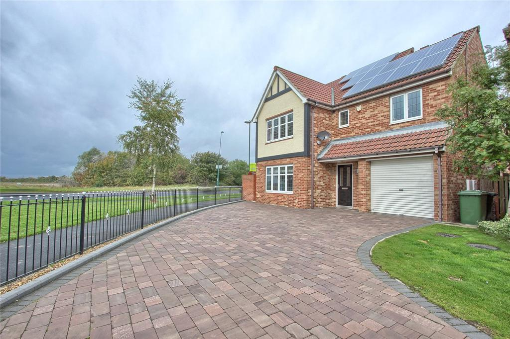 4 Bedrooms Detached House for sale in Whitstable Gardens, Redcar