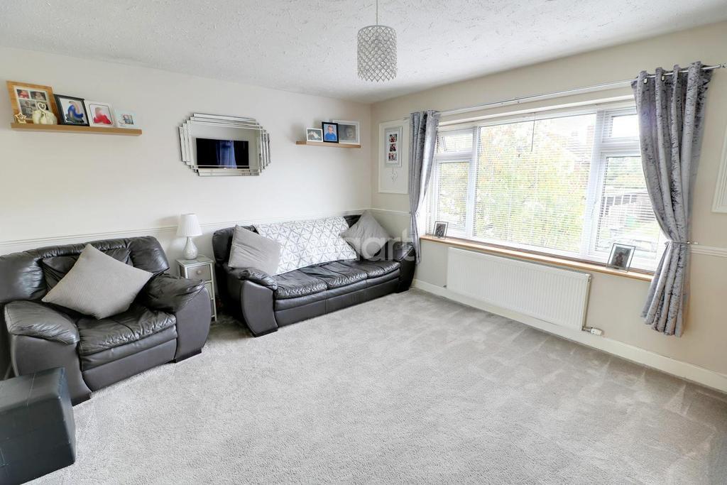 2 Bedrooms Flat for sale in Bellamy Road, Cheshunt, EN8