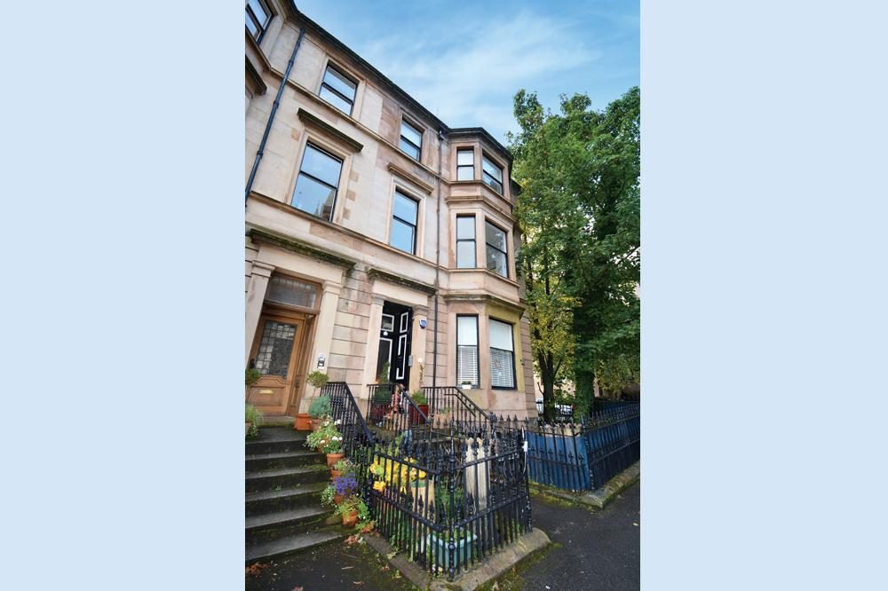 2 Bedrooms Flat for sale in 14 Loudon Terrace, Dowanhill, G12 9AQ