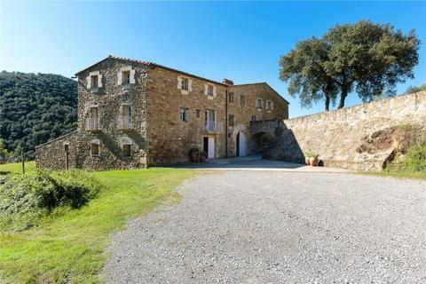 14 bedroom country house  - Near Besalu, Girona, Catalonia, Spain