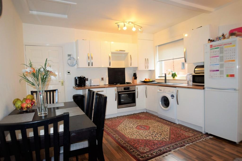 2 Bedrooms Apartment Flat for sale in Epsom Road, Merrow, Guildford GU1 2RE