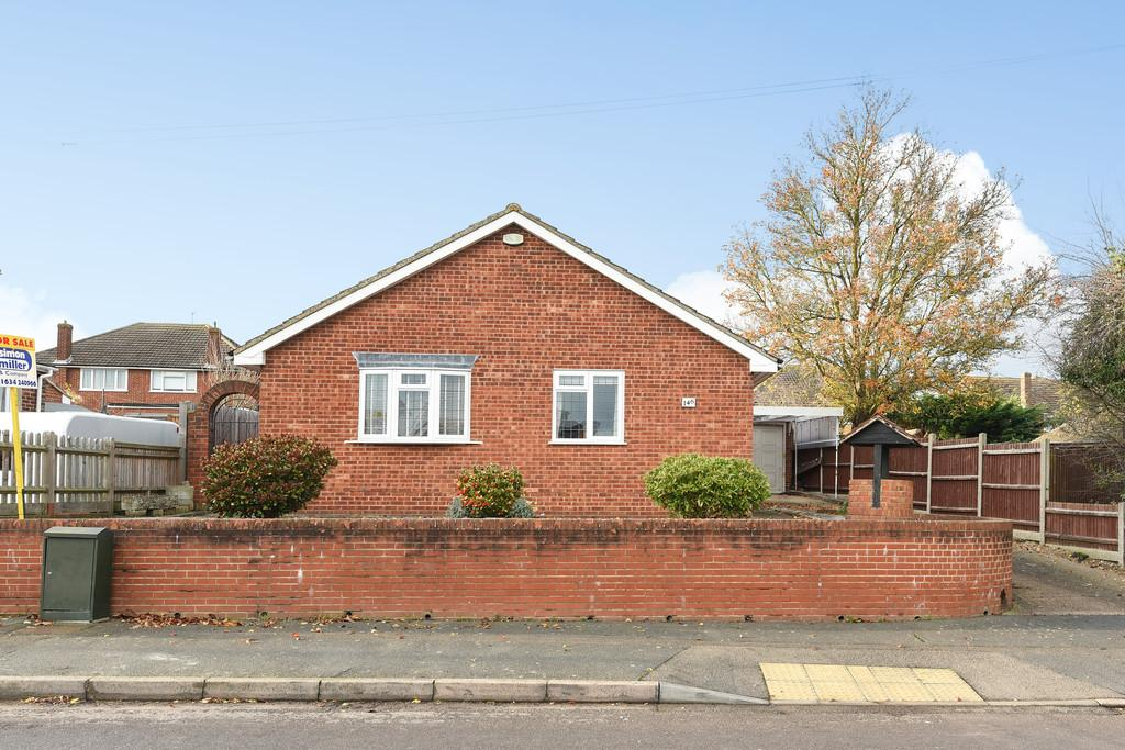 2 Bedrooms Detached Bungalow for sale in Birling Road, Snodland