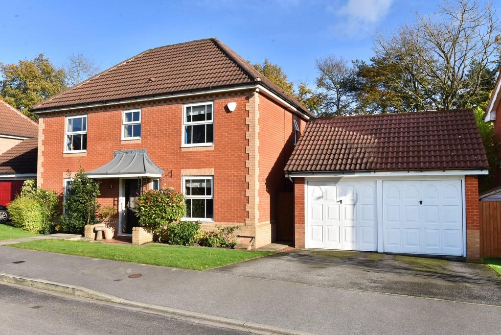 4 Bedrooms Detached House for sale in Youngs Drive, Harrogate