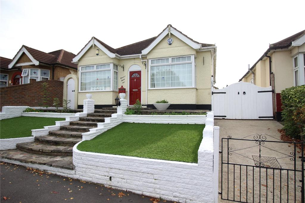3 Bedrooms Detached Bungalow for sale in The Avenue, Hornchurch, RM12