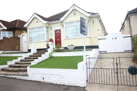 3 bedroom detached bungalow for sale - The Avenue, Hornchurch, RM12