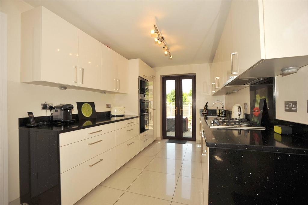 4 Bedrooms Detached House for sale in Gifford Place, Warley, Brentwood, Essex, CM14