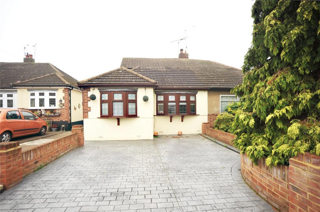3 Bedrooms Semi Detached Bungalow for sale in Ash Close, Pilgrims Hatch, Brentwood, Essex, CM15