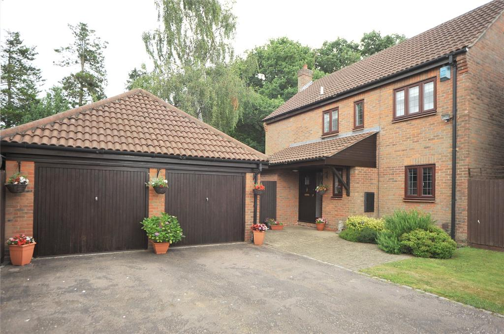 4 Bedrooms Detached House for sale in Conifer Drive, Warley, Brentwood, Essex, CM14