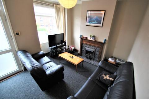 3 bedroom terraced house to rent - Highbury Terrace, Meanwood, LS6 4ET